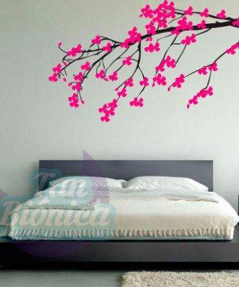 Rama de árbol con flores de colores. Vinilo Adhesivo Decorativo, Empavonados y fotomurales para las paredes de tu living, pieza, comedor, dormitorio, cocina, baño