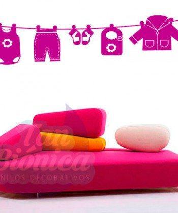 Ropa infantil de bebé colgada, Vinilo Adhesivo Decorativo, sticker empavonados y fotomurales