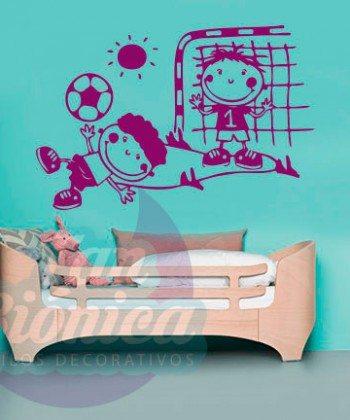 Niños jugando fútbol. Vinilo adhesivo decorativo infantil para niños y niñas. Paredes mubles, empavonados y fotomurales