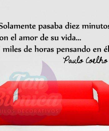 """""""Solamente pasaba diez minutos con el amor de su vida... Y miles dehoras pensando en él"""" Paulo Coelho. Vinilos Adhesivos Decorativos, empavonados para oficinas y empresas."""