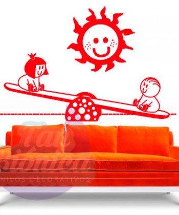 Niños jugando en el balancín, adhesivo decorativo vinilo infantil para niño y niñas.