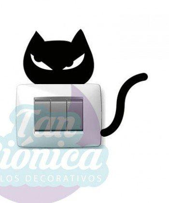 Interruptores y enchufes decorados con vinilos adhesivos decorativos, empavonados y fotomurales, gato.